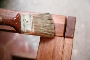 Prot ger ses meubles en teck et conserver la couleur - Peindre un meuble en teck ...