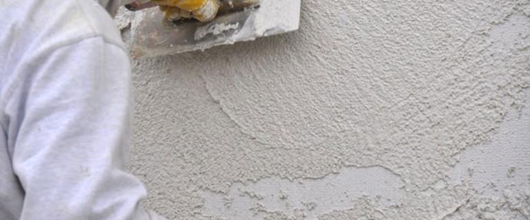 Poser du cr pi sur les murs de sa maison bricoleur malin - Comment poser du crepi interieur ...