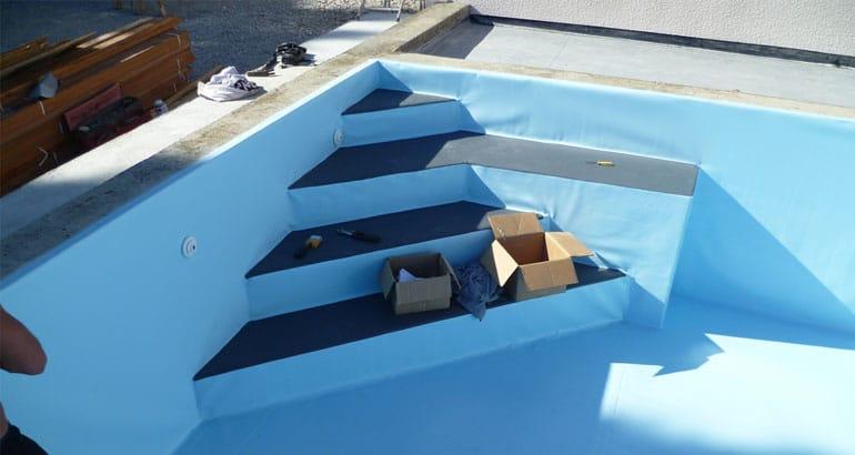 Installer un nouveau liner sur la paroi de sa piscine for Reparer un liner de piscine