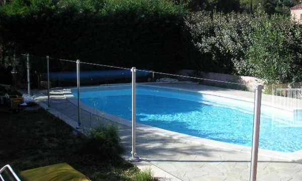Quelle barri re de s curit choisir pour ma piscine for Barriere piscine verre inox