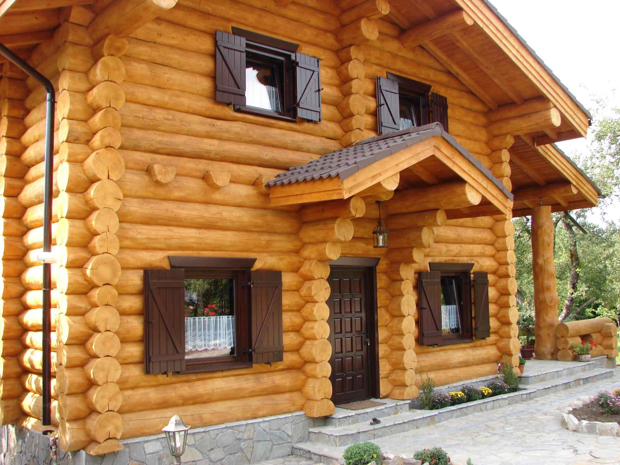 tout savoir sur la maison en bois massif empil et ses avantages bricoleur malin. Black Bedroom Furniture Sets. Home Design Ideas