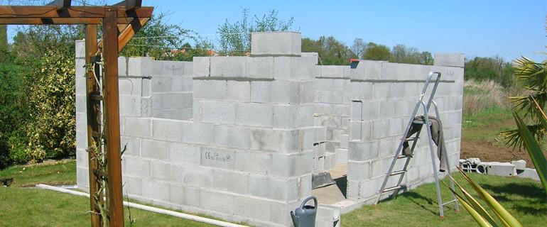 Conseils pratiques pour construire un abri de jardin for Construire abri jardin