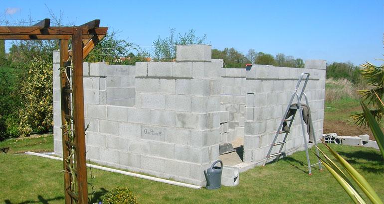 Conseils pratiques pour construire un abri de jardin for Demande de travaux pour abri de jardin
