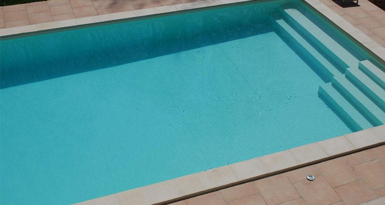 Une piscine de 10m x 5m un piscine taille standard bricoleur malin - Taille piscine standard ...